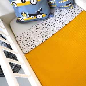 Ledikantdeken Babykamer Triangel op wit ANNIdesign Wafelstof oker geel 01