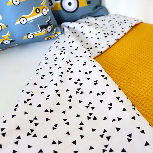 Ledikantdeken Babykamer Triangel op wit ANNIdesign Wafelstof oker geel 02