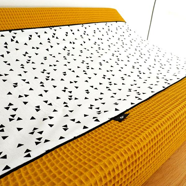Aankleedhoes Triangel op wit_Wafelstof oker geel_ANNIdesign_04