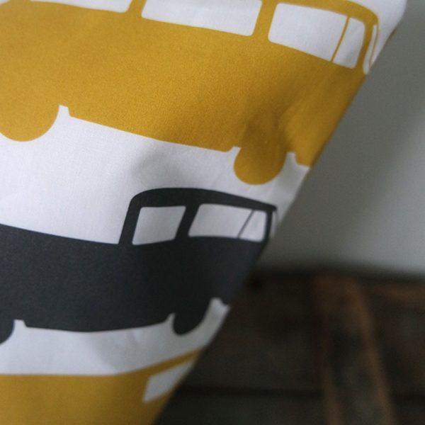 Kussen Bus oker ANNIdesign 03