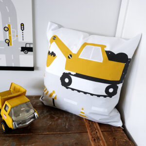 Sierkussen Voertuigen Graafmachine oker geel ANNIdesign 01