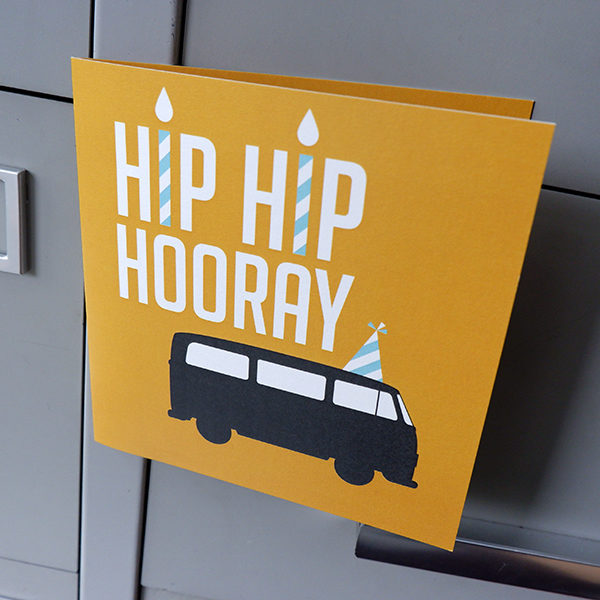 Wenskaart Bus oker geel ANNIdesign 01