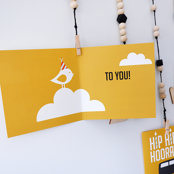 Wenskaart Happy Bird day oker geel ANNIdesign 02