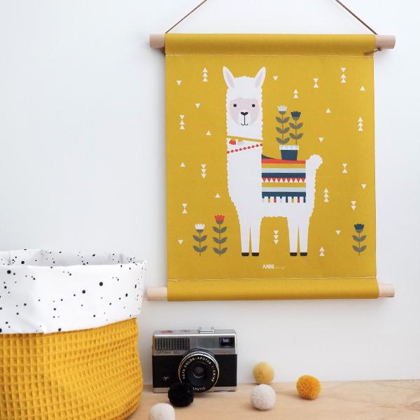Textielposter Lama oker geel ANNIdesign 01