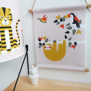 Textielposter Jungle Luiaard en Toekan oud roze_ANNIdesign_01