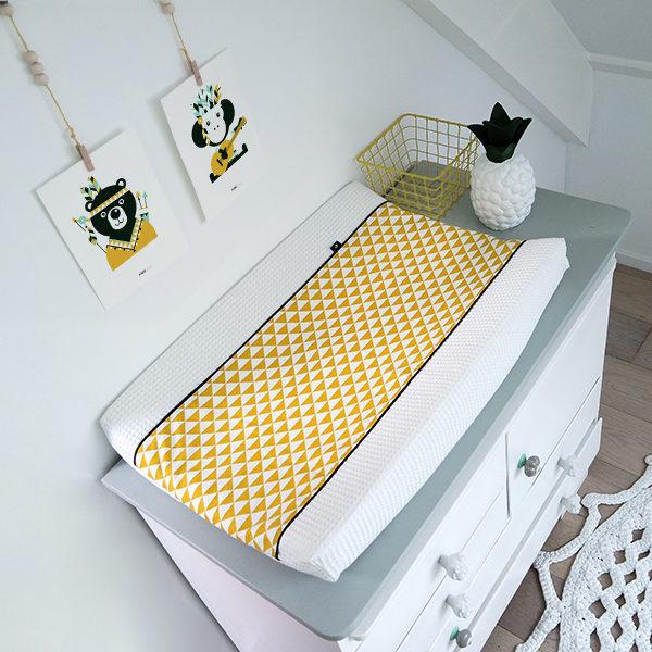 Aankleedkussenhoes Babykamer Wafelstof_Driehoek oker_ANNIdesign_wit