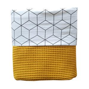 Ledikantdeken Kubus op wit ANNIdesign wafelstof oker geel
