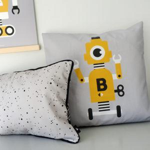 Kussen Robot grijs met oker ANNIdesign 01