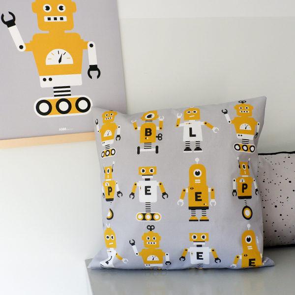 Kussen Robot grijs met oker ANNIdesign 02