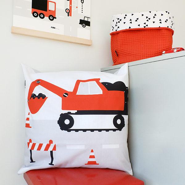 Kussen Voertuigen Graafmachine terracotta rood ANNIdesign 01