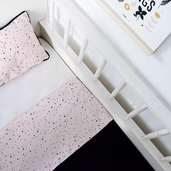 Ledikantdeken Confetti Roze Wafelstof zwart ANNIdesign 04