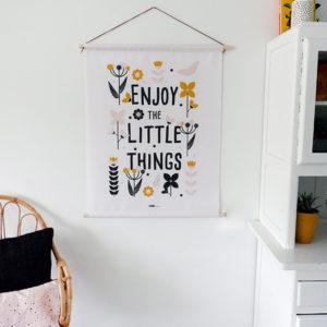Textielposter Bloemen Enjoy little things ANNIdesign oker geel 01