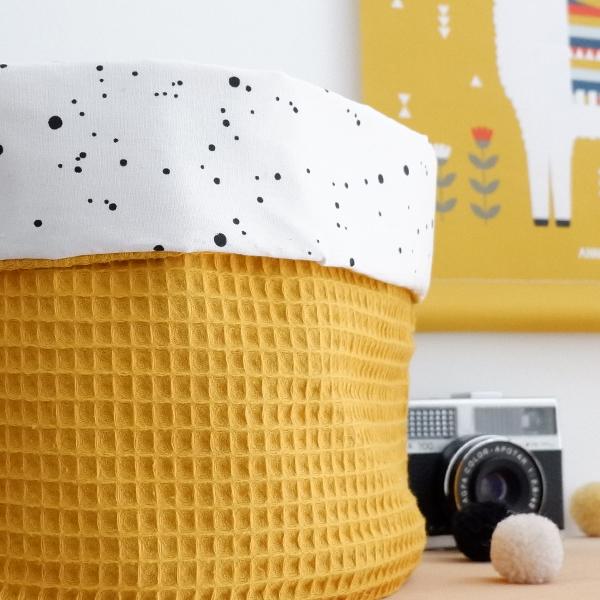 Commodemandje Confetti op wit Wafelstof oker ANNIdesign 02
