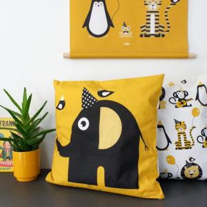 Kussen Olifant Feestbeest oker geel ANNIdesign 01
