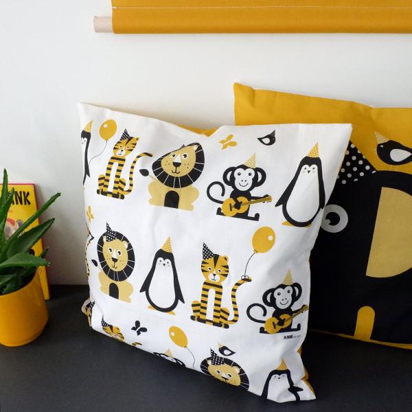 Kussen Olifant Feestbeest oker geel ANNIdesign 02