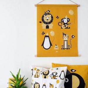 Textielposter Feestbeest oker geel ANNIdesign 01