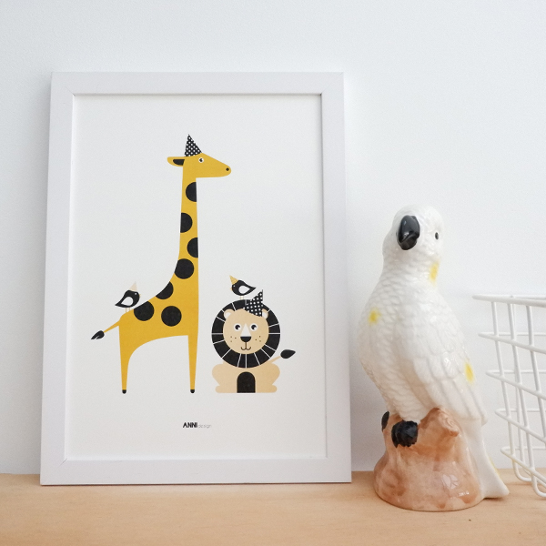Poster Leeuw en Giraf Feesbeesten oker geel ANNIdesign 01