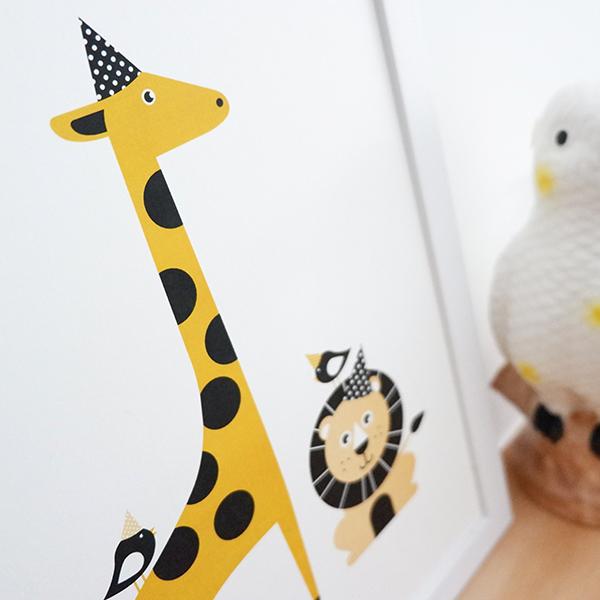 Poster Leeuw en Giraf Feesbeesten oker geel ANNIdesign 02