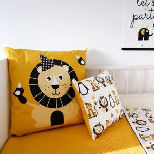 Kussen XL Feestbeest Leeuw oker ANNIdesign 03
