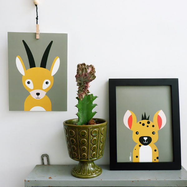 Poster set Safari Gazelle en Hyena olijf groen ANNIdesign 01