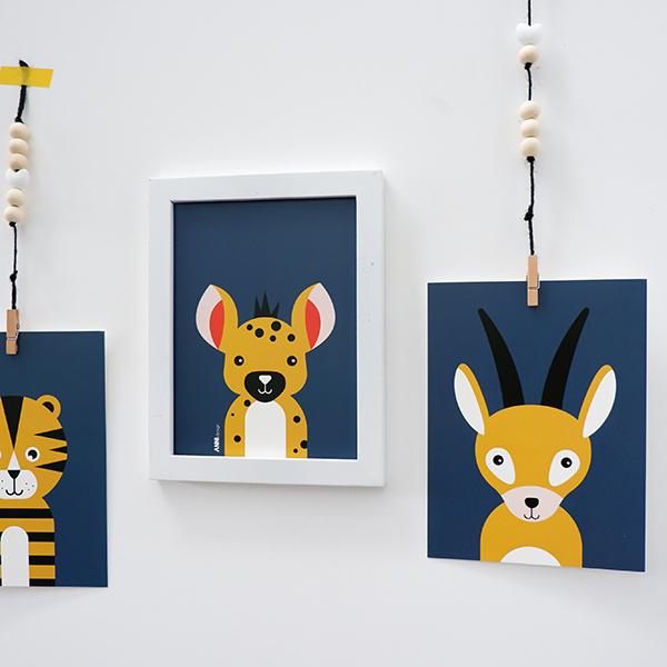 Poster set Safari Gazelle en Hyena donker blauw ANNIdesign 01