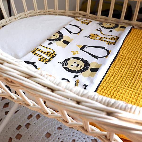 Wiegdeken Feestbeesten oker geel_Wafelstof oker geel ANNIdesign_01