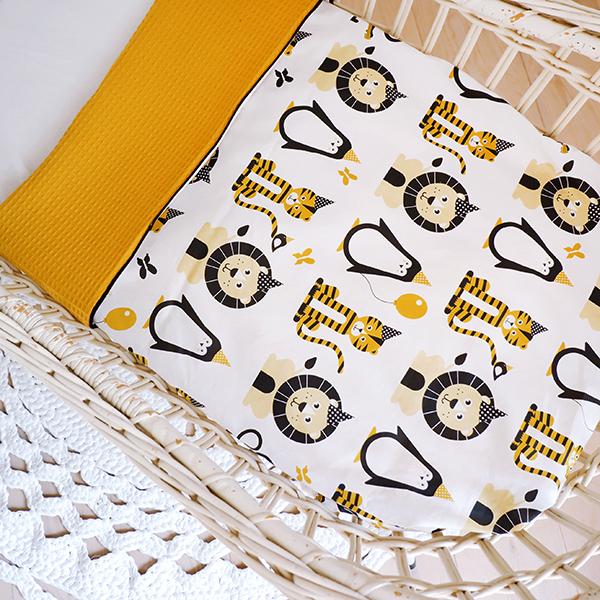 Wiegdeken Feestbeesten oker geel_Wafelstof oker geel ANNIdesign_02