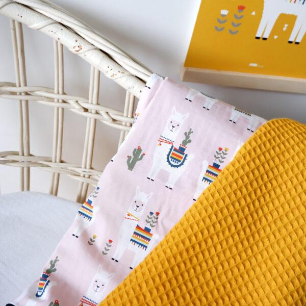 Wiegdeken Lama oud roze Wafelstof oker geel ANNIdesign_02