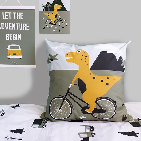 Kussen XL Dino op de fiets ANNIdesign 01